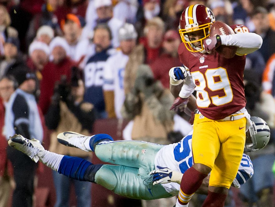Washington Redskins wide receiver Santana Moss (89) barely hangs onto the ball on an 11-yard pass up the middle in the fourth quarter at FedEx Field, Landover, Md., Sunday, Dec. 30, 2012. (Andrew Harnik/The Washington Times)