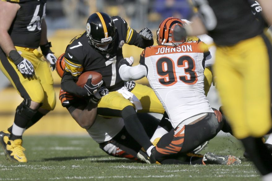 Pittsburgh Steelers quarterback Ben Roethlisberger (7) is sacked by Cincinnati Bengals defensive tackle Geno Atkins (97) and defensive end Michael Johnson (93) in the first quarter of an NFL football game in Pittsburgh, Sunday, Dec 23, 2012. (AP Photo/Gene J. Puskar)