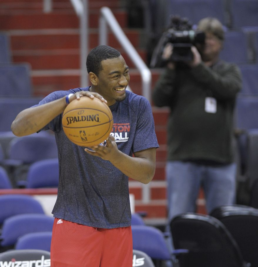 Washington Wizards point guard John Wall works out during a team practice at the Verizon Center in Washington, Monday, Dec. 17, 2012. Wall, the No. 1 overall pick in the 2010 draft, has been recovering from a stress injury to his left knee cap. AP Photo/Susan Walsh)