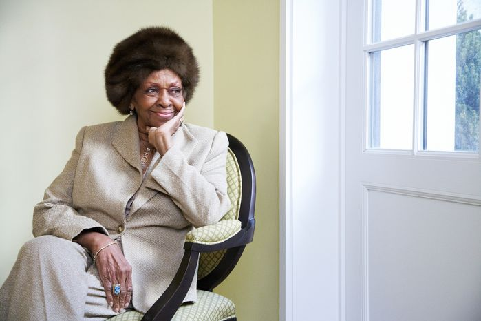 """This Jan. 22, 2013 photo shows American gospel singer and author Cissy Houston posing for a portrait in New York. Houston, mother of the late singer Whitney Houston, is releasing a book, """"Remembering Whitney,"""" on Jan. 29. (Dan Hallman/Invision/AP)"""