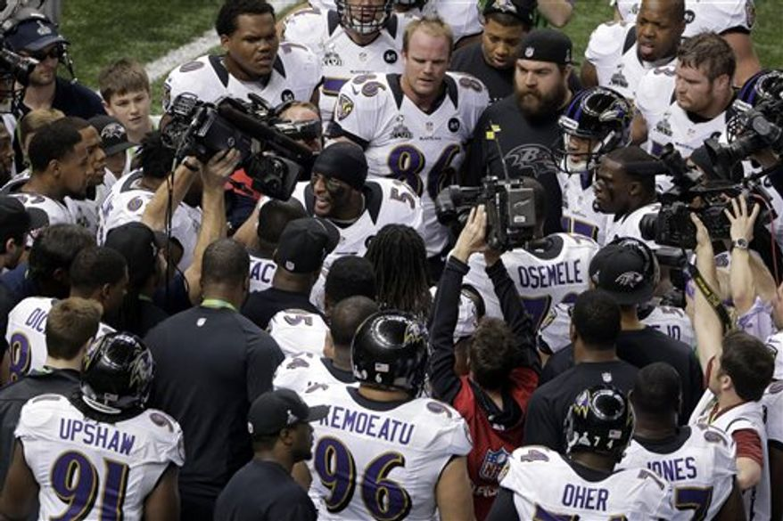 Baltimore Ravens linebacker Ray Lewis (52) talks to his teammates before the NFL Super Bowl XLVII football game against the San Francisco 49ers Sunday, Feb. 3, 2013, in New Orleans. (AP Photo/Charlie Riedel)
