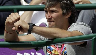 **FILE** Hockey player Alexander Ovechkin of the Washington Capitals cheers on Maria Kirilenko of Russia as she plays Victoria Azarenka of Belarus in the women's singles bronze medal match at the All England Lawn Tennis Club at Wimbledon, in London, at the 2012 Summer Olympics, Saturday, Aug. 4, 2012. (AP Photo/Mark Humphrey)