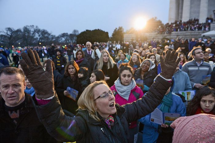 Tracy Thompson of Washington, D.C. sings with a choir during the 35th Annual Easter Sunrise Service at the Lincoln Memorial, Washington, D.C., Sunday, March 31, 2013. (Andrew Harnik/
