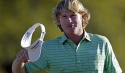 Brandt Snedeker waves his cap on the 18th hole after finishing the third round of the Masters golf tournament Saturday, April 13, 2013, in Augusta, Ga. (AP Photo/David Goldman)