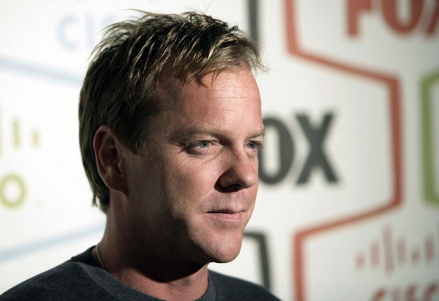"""** FILE ** Actor Kiefer Sutherland, star of the Fox series """"24,"""" arrives at the Fox Fall Eco-Casino party in Los Angeles on Monday, Sept. 24, 2007. (AP Photo/Matt Sayles)"""