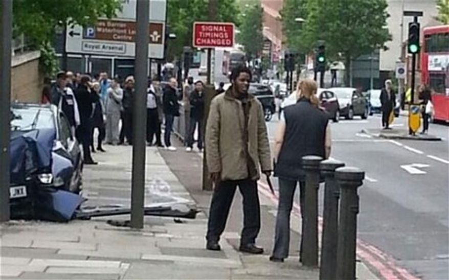 Ingrid Loyau-Kennett confronts one of the London machete attackers. (Source: Twitter/@dannymckiernan)