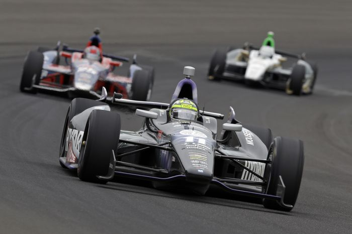 Tony Kanaan, of Brazil, drives through the first turn during the Indianapolis 500 auto race at the Indian