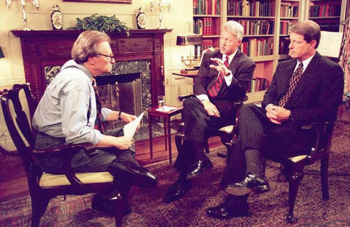 Larry King interviews President Clinton and Vice President Gore at the White House in 1995. (AFP photo)