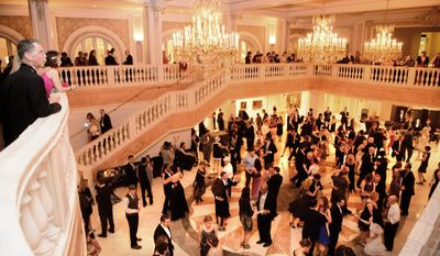 The International Club of DC Great Gatsby Ball presented with the National Museum of Women in the Arts.