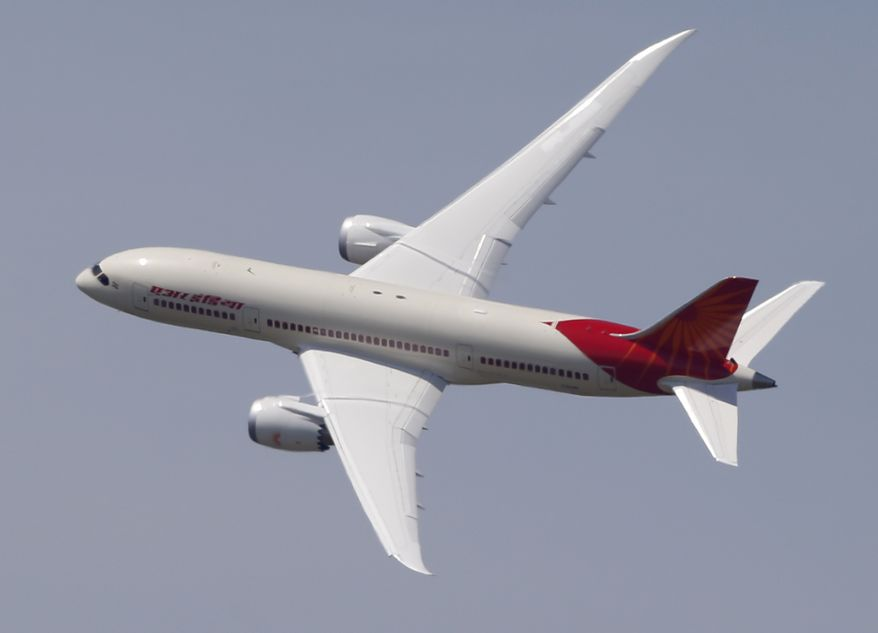 """An Air India Boeing 787 """"Dreamliner"""" performs a demonstration flight during the first day of the 50th Paris Air Show at Le Bourget Airport, north of Paris, on Monday, June 17, 2013. (AP Photo/Francois Mori)"""