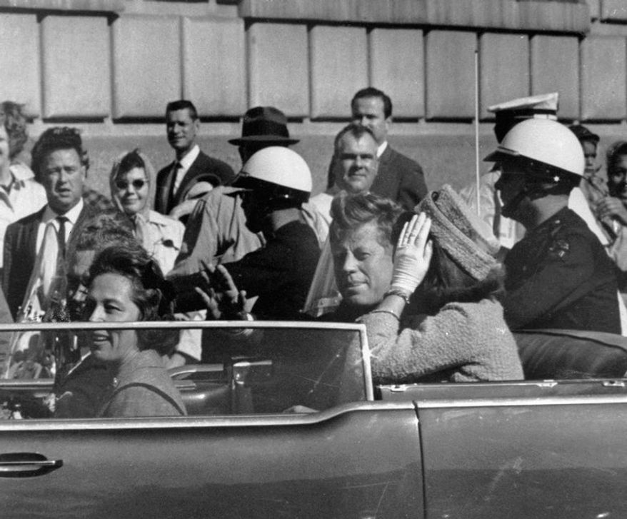 """Hugh Aynesworth was in the crowd watching the motorcade of President John F. Kennedy in downtown Dallas on Nov. 22, 1963, when shots were fired and Kennedy was killed. Mr. Aynesworth has updated his account, """"November 22, 1963: Witness to History."""" (Associated Press)"""