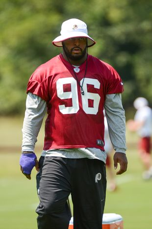 Washington Redskins defensive lineman Barry Cofield pictured with a wrap on his broken right hand at practice August 21, 2013 at Redskins Park in Ashburn, Va. (Andrew Harnik/The Washington Times)