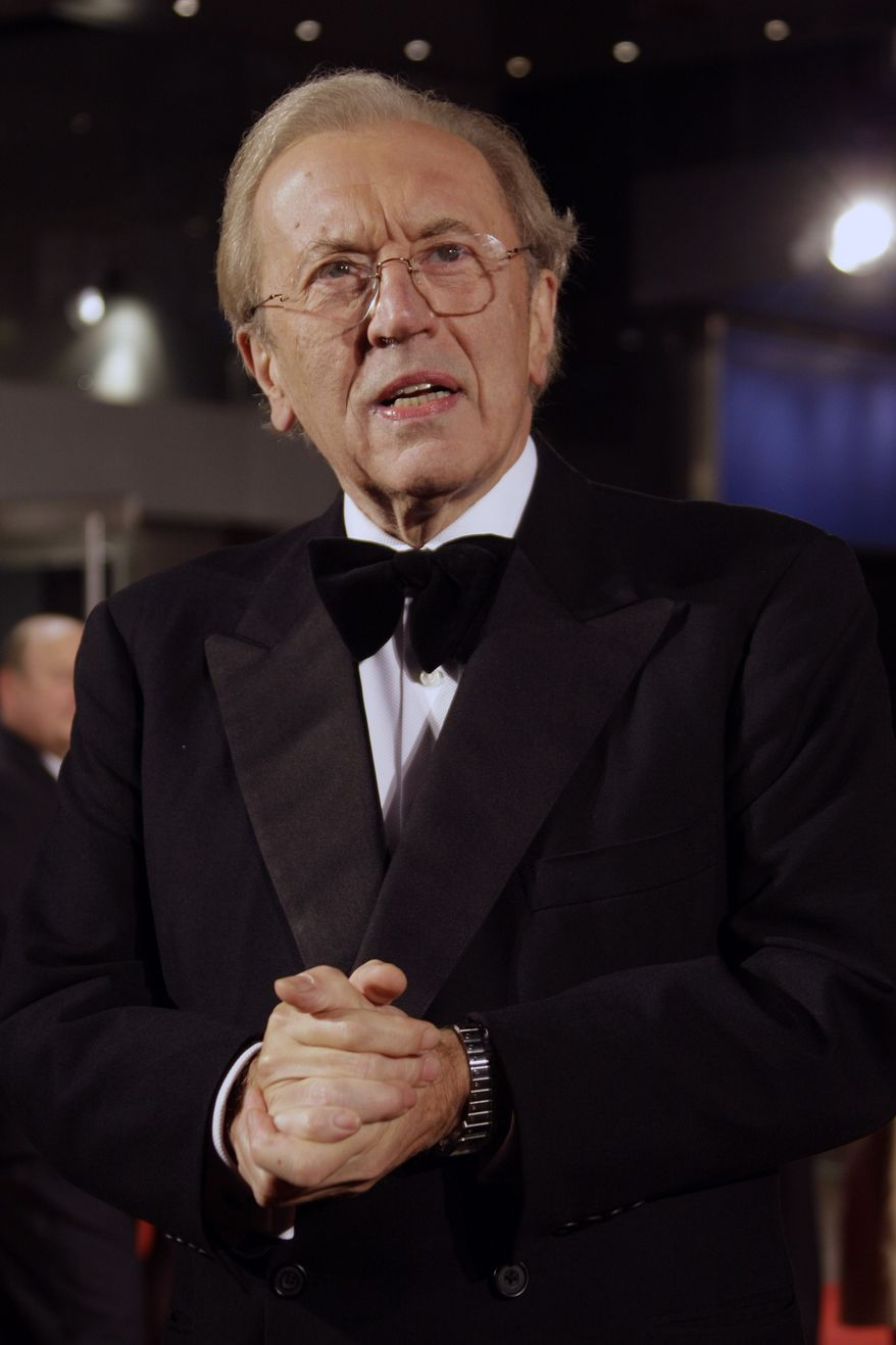 "** FILE ** British broadcaster David Frost arrives at the world premiere of the film ""Frost/Nixon"" at the London Film Festival in central London on Wednesday, Oct. 15, 2008. (AP Photo/Joel Ryan)"