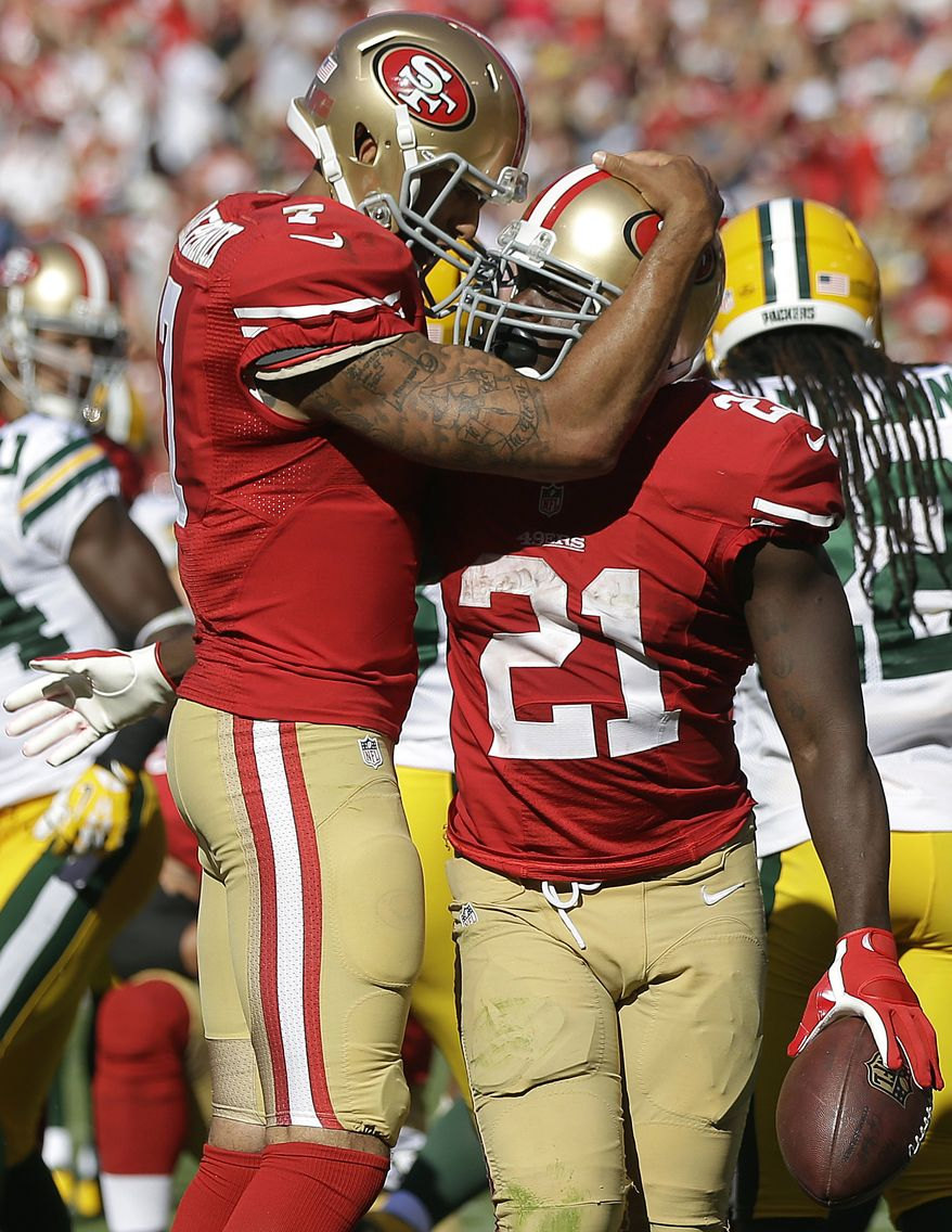 San Francisco 49ers running back Frank Gore (21) celebrates after scoring on a one-yard touchdown run with quarterback Colin Kaepernick during the fourth quarter of an NFL football game against the Green Bay Packers in San Francisco, Sunday, Sept. 8, 2013. (AP Photo/Marcio Jose Sanchez)