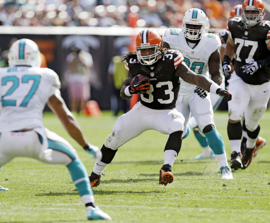 Cleveland Browns running back Trent Richardson runs the ball during an NFL football game against the Miami Dolphins Sunday, Sept. 8, 2013, in Cleveland. (AP Photo/Tony Dejak)