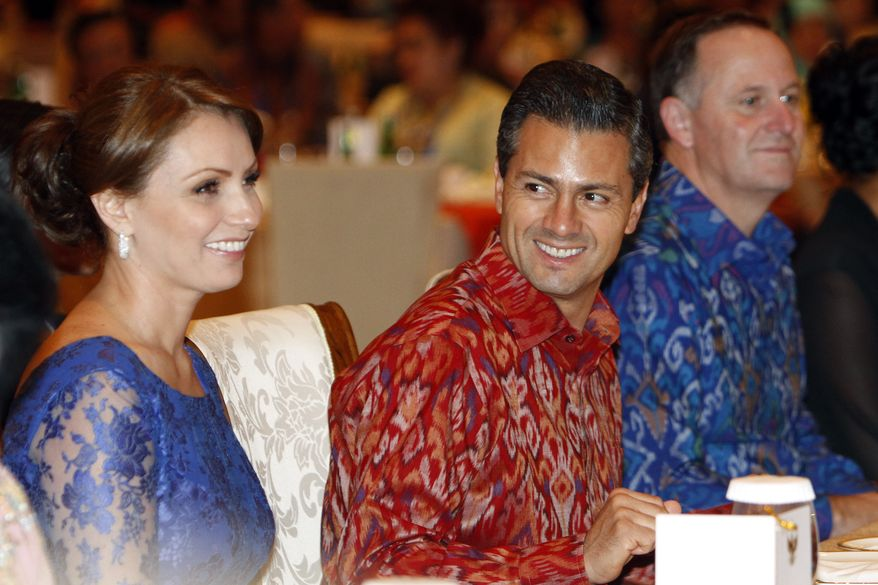 Mexican President Enrique Pena Nieto, center, smiles at his wife Angelica Rivera, as New Zealand Prime Minister John Key, right, watches a cultural performance during a gala dinner hosted for leaders of the Asia-Pacific Economic Cooperation (APEC) leaders in Bali, Indonesia, Monday, Oct. 7, 2013. (AP Photo/Murdani Usman, Pool)