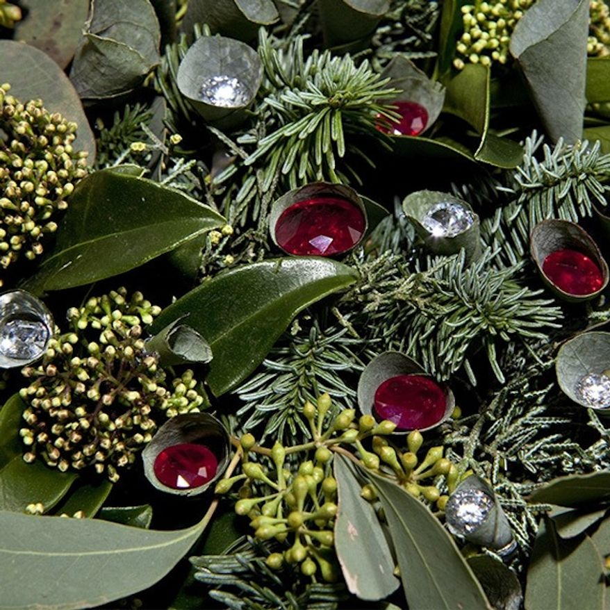 A London florist is selling what is believed to be the world's most expensive Christmas wreath. (Suzanne Mitchell Photography)