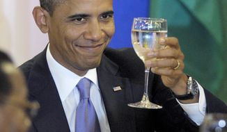 President Barack Obama raises his glass for a toast by UN Secretary General Ban Ki-Moon during a luncheon at the United Nations, Thursday, Sept.  23, 2010. (AP Photo/Susan Walsh)