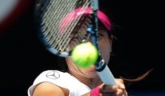 Li Na of China makes a forehand return to Belinda Bencic of Switzerland during their second round match at the Australian Open tennis championship in Melbourne, Australia, Wednesday, Jan. 15, 2014.(AP Photo/Aaron Favila)