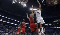 New Orleans Pelicans shooting guard Eric Gordon (10) goes to the basket against Houston Rockets point guard Jeremy Lin (7) in the first half of an NBA basketball game in New Orleans, Wednesday, Jan. 15, 2014. (AP Photo/Gerald Herbert)