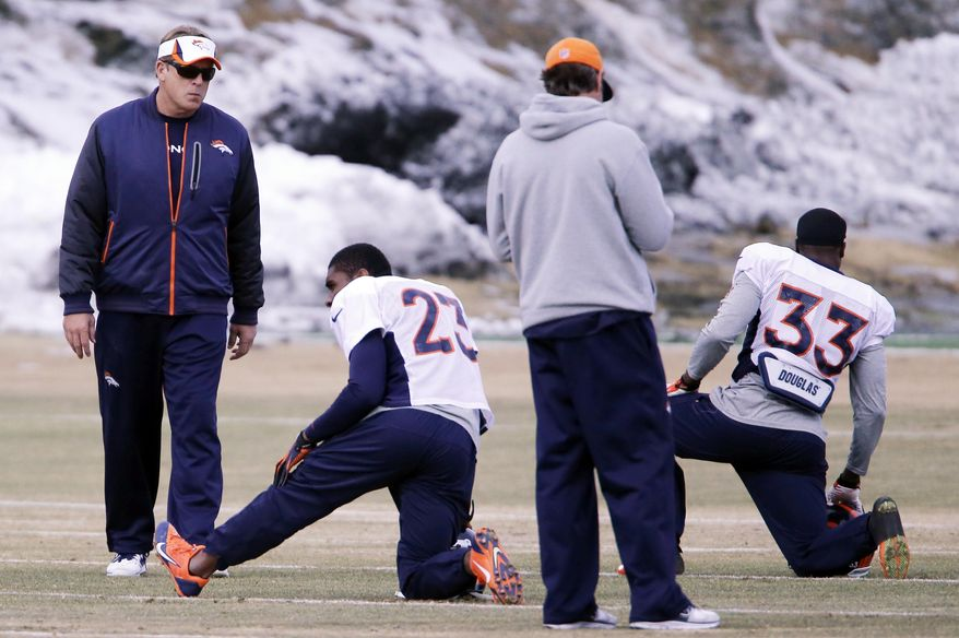 Denver Broncos defensive coordinator Jack Del Rio, left, watches as players stretch at the NFL Denver Broncos football training facility in Englewood, Colo., on Wednesday, Jan. 15, 2014. The Broncos are scheduled to play the New England Patriots on Sunday for the AFC Championship. (AP Photo/Ed Andrieski)