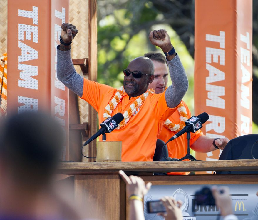 NFL great Jerry Rice acknowledges the crowd after being introduced along with New Orleans Saints quarterback Drew Brees, back, during day two of the 2014 Pro Bowl Draft, Wednesday, Jan. 22, 2014, in Kapolei, Hawaii. (AP Photo/Eugene Tanner)