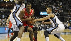 Houston Rockets forward Terrence Jones (6) drives between Memphis Grizzlies forwards Zach Randolph, left, and Courtney Lee (5) in the first half of an NBA basketball game, Saturday, Jan. 25, 2014, in Memphis, Tenn. (AP Photo/Lance Murphey)
