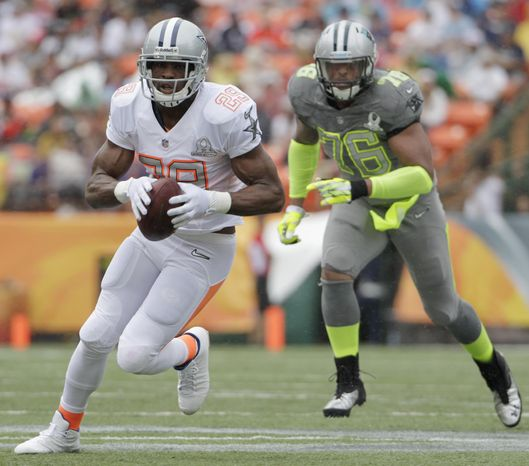 Dallas Cowboys running back DeMarco Murray (29) of Team Rice runs with the football after catching a pass in the first quarter quarter of the NFL Pro Bowl football game Sunday, Jan. 26, 2014, in