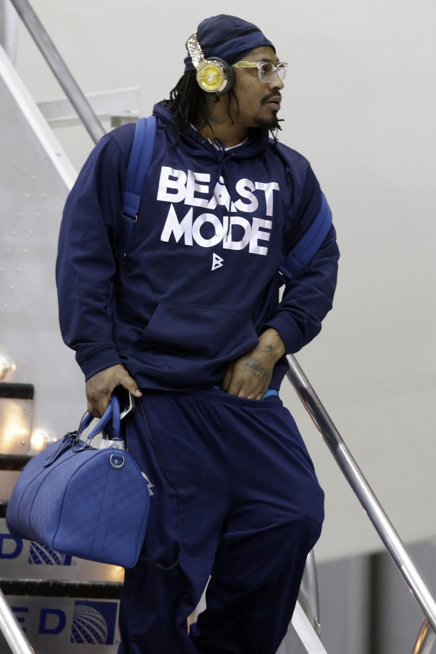 Seattle Seahawks' Marshawn Lynch arrives at Newark Liberty International Airport for the NFL Super Bowl XLVIII football game, Sunday, Jan. 26, 2014, in Newark, N.J. (AP Photo/Julio Cortez)