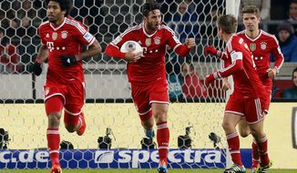 Bayern's Claudio Pizarro of Peru, center, reacts after scoring his side's equalizing goal during a German first soccer division Bundesliga match between VfB Stuttgart and FC Bayern Munich in Stuttgart, Germany, Wednesday, Jan. 29, 2014. (AP Photo/Michael Probst)