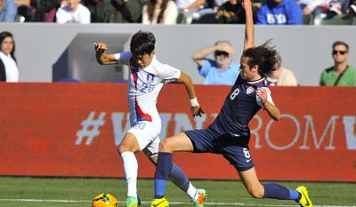South Korea defender Kim Jin-Su (20) attempts to get by United States midfielder Mix Diskerud (8) during the first half of an international friendly soccer match in Carson, Calif., Saturday, Feb. 1, 2014. (AP Photo/Gus Ruelas)