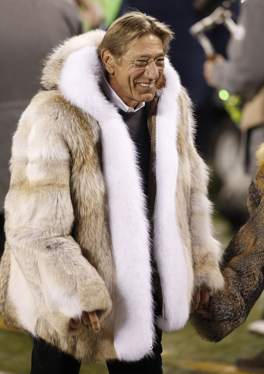 Former NFL quarterback Joe Namath walks off the field before the NFL Super Bowl XLVIII football game between the Seattle Seahawks and the Denver Broncos Sunday, Feb. 2, 2014, in East Rutherford, N.J. (AP Photo/Kathy Willens)