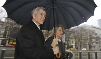 Former Virginia Gov. Bob McDonnell, left, and his wife, Maureen, arrive at federal court for a motions hearing in Richmond, Va., Monday, Feb. 3, 2014. Lawyers for McDonnell and his wife are expected to ask a judge to clarify who the former first couple can speak with prior to their July trial on corruption charges. (AP Photo/Steve Helber)