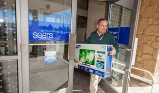 Sears new In-Vehicle Pickup feature on its Shop Your Way mobile app allows Shop Your Way members to pick up their online purchases at their local Sears store within five minutes of arrival, without ever leaving the car. (PRNewsFoto/Sears, Roebuck and Co.)