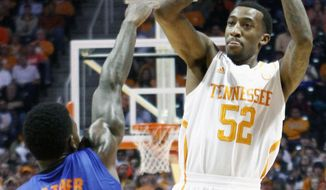 Tennessee guard Jordan McRae (52) shoots over Florida forward Casey Prather (24) in the first half of an NCAA college basketball game on Tuesday, Feb. 11, 2014, in Knoxville, Tenn. (AP Photo/Wade Payne)