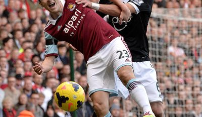 West Ham United's Stewart Downing (left) and Southampton's Jose Fonte battle for the ball during the English Premier League soccer match at Upton Park, London, Saturday, Feb. 22, 2014. (AP Photo / PA, Anthony Devlin) UNITED KINGDOM OUT