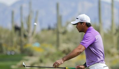 Jason Day bounces flips the ball with his putter on the 10th hole in his match against George Coetzee, of South Africa, during the third round of the Match Play Championship golf tournament on Friday, Feb. 21, 2014, in Marana, Ariz. (AP Photo/Matt York)
