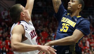 California's Richard Solomon (35) shoots for two points over the attempted defense of Arizona's Kaleb Tarczewski, left, in the first half of an NCAA college basketball game on Wednesday, Feb. 26, 2014, in Tucson, Ariz. (AP Photo/John MIller)