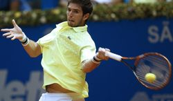 Argentina's Federico Delbonis returns the ball to Italy's Paolo Lorenzi at the Brazil Open ATP tournament final tennis match in Sao Paulo, Brazil, Sunday, March 2, 2014. (AP Photo/Andre Penner)