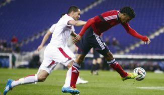 Colombia's Juan Cuadrado, right, duels for the ball against Tunisia' s Ammar Jemal during an international friendly soccer match at Cornella-El Prat stadium in Cornella Llobregat, Spain, Wednesday, March 5, 2014. (AP Photo/Manu Fernandez)