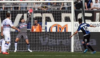 Atalanta's Giacomo Bonaventura, right, scores during a Serie A soccer match against Sampdoria in Bergamo, Italy, Sunday, March 16, 2014. (AP Photo/Felice Calabro')