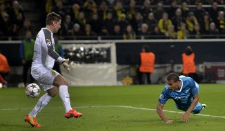 Zenit's Jose Salomon Rondon, right, scores his side's 2nd goal during the UEFA Champions League last 16 second leg soccer match between Borussia Dortmund and FC Zenit in Dortmund, Germany, Wednesday, March 19, 2014. At left is Dortmund goalkeeper Roman Weidenfeller. (AP Photo/Martin Meissner)