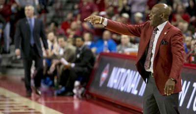 Arkansas head coach Mike Anderson instructs his team during the second half of an opening round National Invitational Tournament NCAA college basketball game against Arkansas in Fayetteville, Ark., Tuesday, March 18, 2014. Arkansas defeated Indiana State 91-61.(AP Photo/Gareth Patterson)