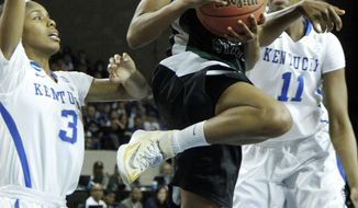 Wright State's Tay'ler Mingo, middle, looks for an opening between Kentucky's Janee Thompson (3) and DeNesha Stallworth during the first half of a first-round game in the NCAA women's college basketball tournament in Lexington, Ky., Saturday, March 22, 2014. (AP Photo/James Crisp)