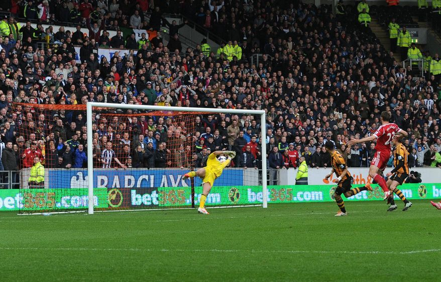 Hull City's Liam Rosenior, center right, scores his side's first goal after Nikica Jelavic's penalty was saved by West Bromwich Albion's Ben Foster, left, during their English Premier League soccer match at the KC Stadium, Hull, England, Saturday, March 22, 2014. (AP Photo/Anna Gowthorpe, PA Wire)    UNITED KINGDOM OUT   -   NO SALES  -  NO ARCHIVES