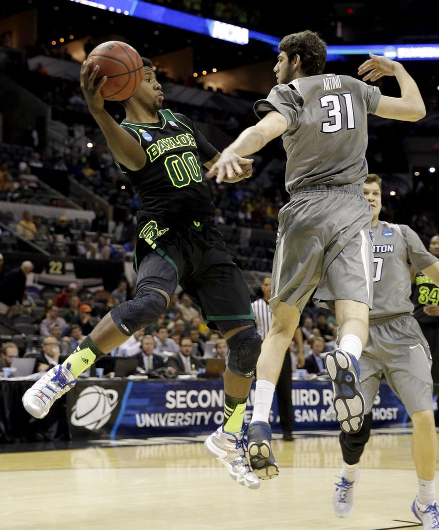 Baylor's Royce O'Neale (00) looks to pass the ball as Creighton's Will Artino (31) defends during the second half of a third-round game in the NCAA college basketball tournament Sunday, March 23, 2014, in San Antonio. Baylor won 85-55. (AP Photo/David J. Phillip)