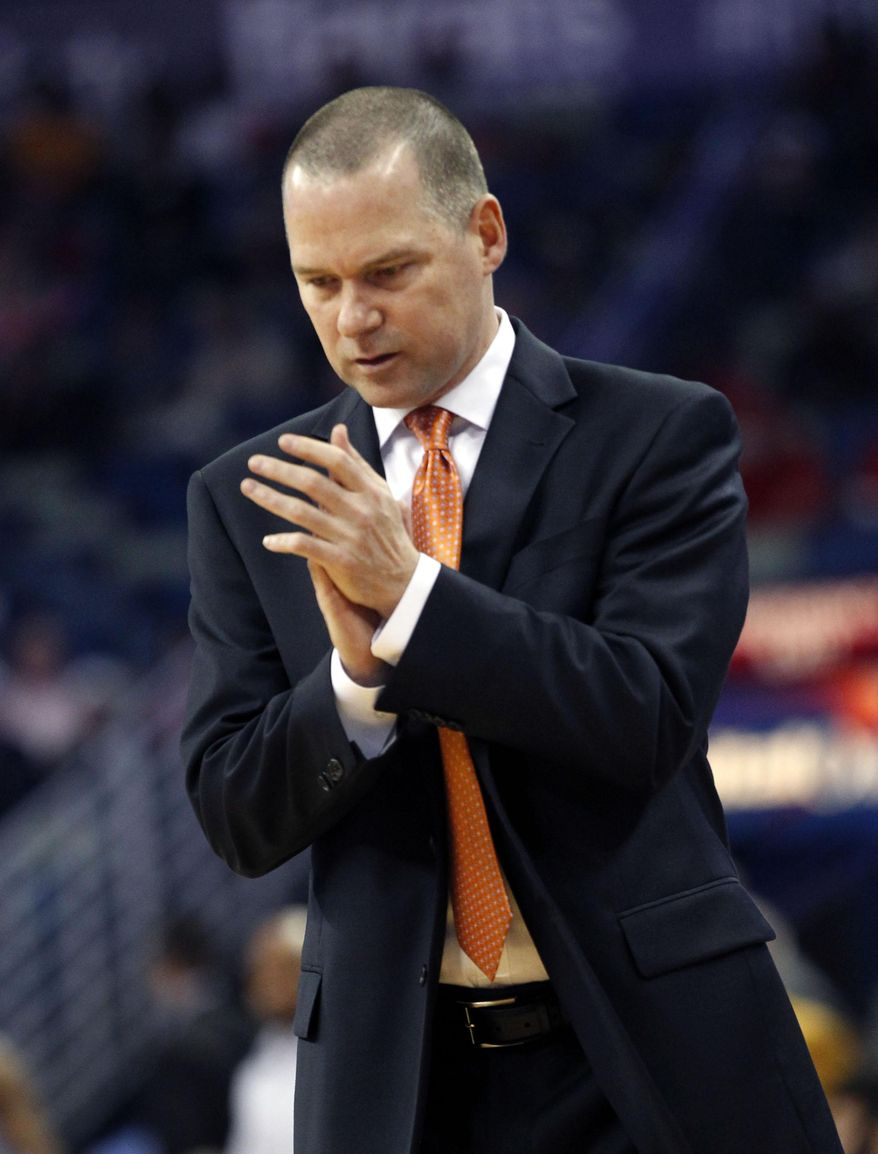 Sacramento Kings head coach Michael Malone applauds in the first half of an NBA basketball game against the New Orleans Pelicans in New Orleans, Monday, March 31, 2014. (AP Photo/Gerald Herbert)
