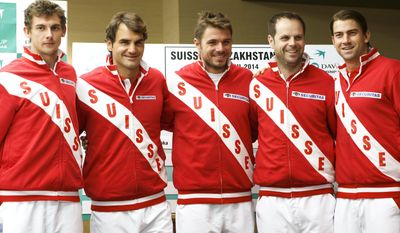 Swiss Davis Cup Team captain Severin Luethi, 2nd right, poses with his players Henri Laaksonen, left, Roger Federer, 2nd left, Stanislas Wawrinka, center, and Michael Lammer, right, after the draw prior to the Davis Cup World Group quarterfinals between Switzerland and Kazakhstan, in Geneva, Switzerland, Wednesday, April 2, 2014. (AP Photo/Keystone, Salvatore Di Nolfi)