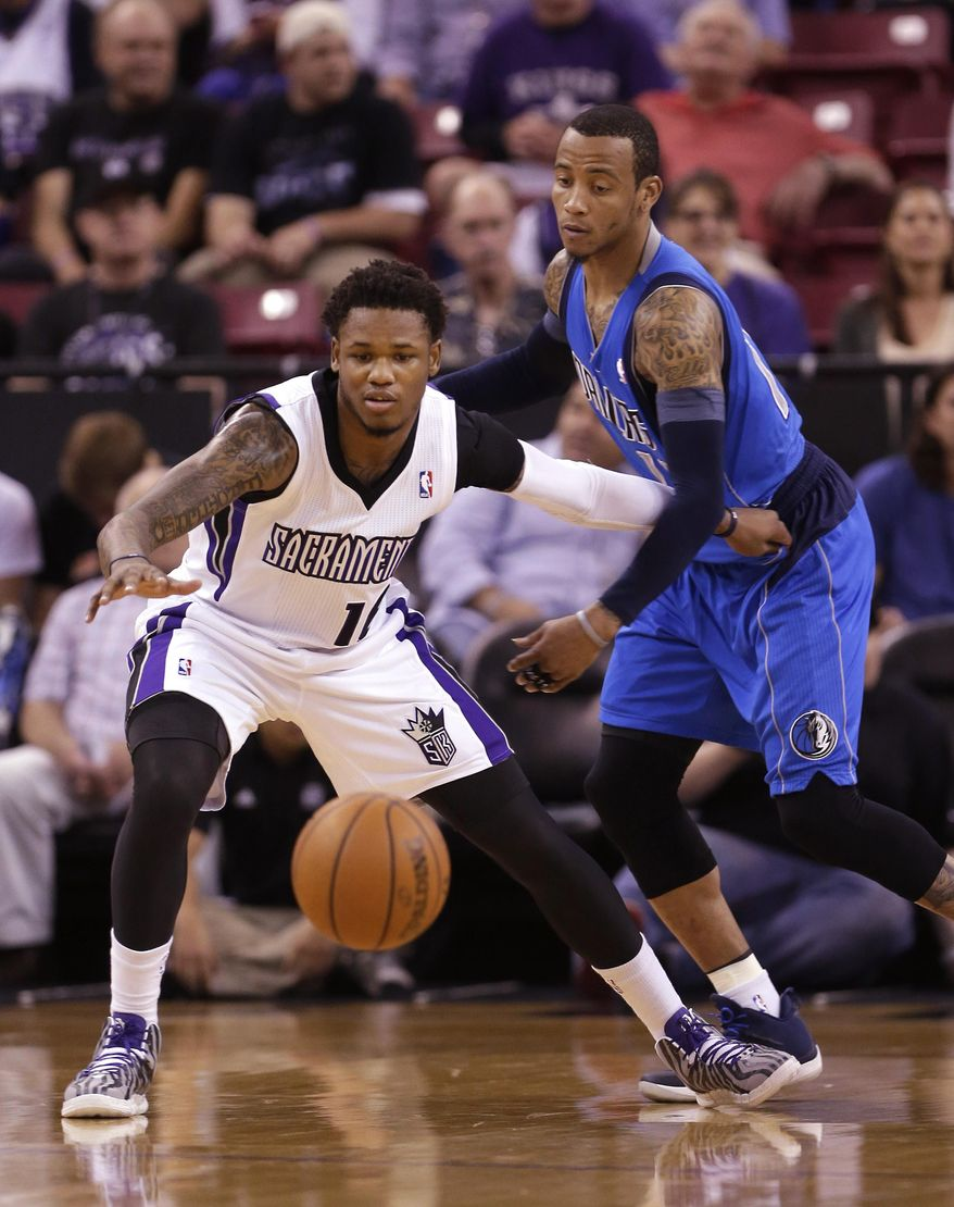 Sacramento Kings guard Ben McLemore, left, goes after the ball against Dallas Mavericks guard Monta Ellis during the first quarter of an NBA basketball game Sunday, April 6, 2014, in Sacramento, Calif.(AP Photo/Rich Pedroncelli)