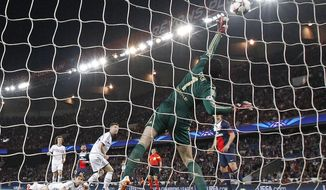 PSG's Ezequiel Lavezzi, centre, scores the opening goal past Chelsea goalkeeper Petr Cech during the Champions League quarterfinal first leg soccer match between PSG and Chelsea, at the Parc des Princes stadium, in Paris, Wednesday, April 2, 2014. (AP Photo/Christophe Ena)